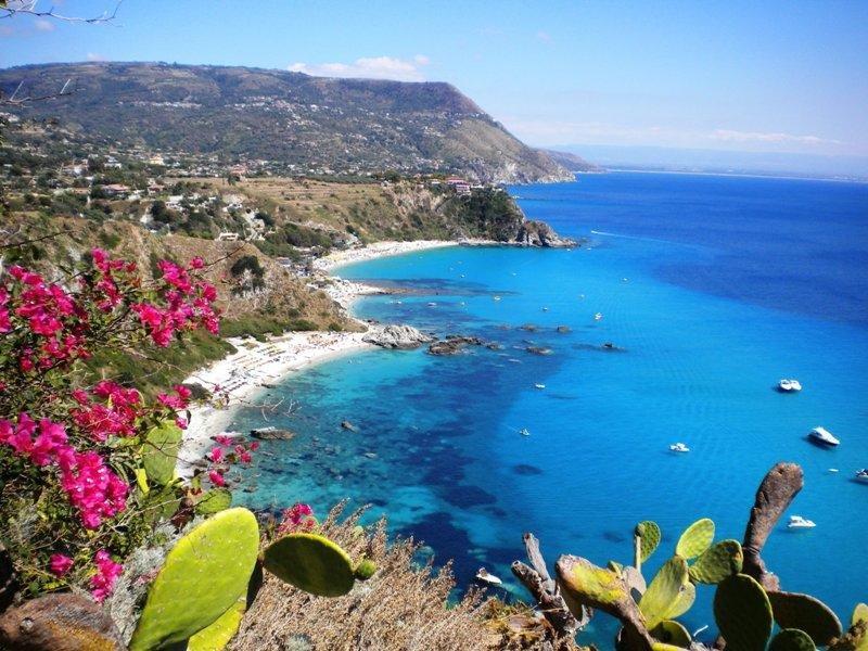 Tropea - Capo Vaticano 350 Mt From The Sea, vacation rental in Ricadi