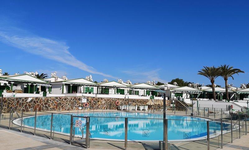 Soleado BUNGALOW en MASPALOMAS con gran terraza, aluguéis de temporada em Maspalomas