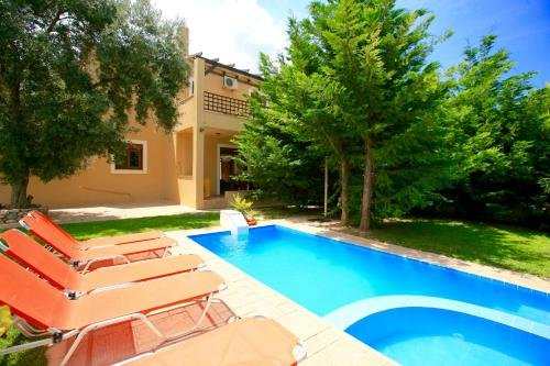 PATHOS Uphoria Resort, holiday rental in Axos