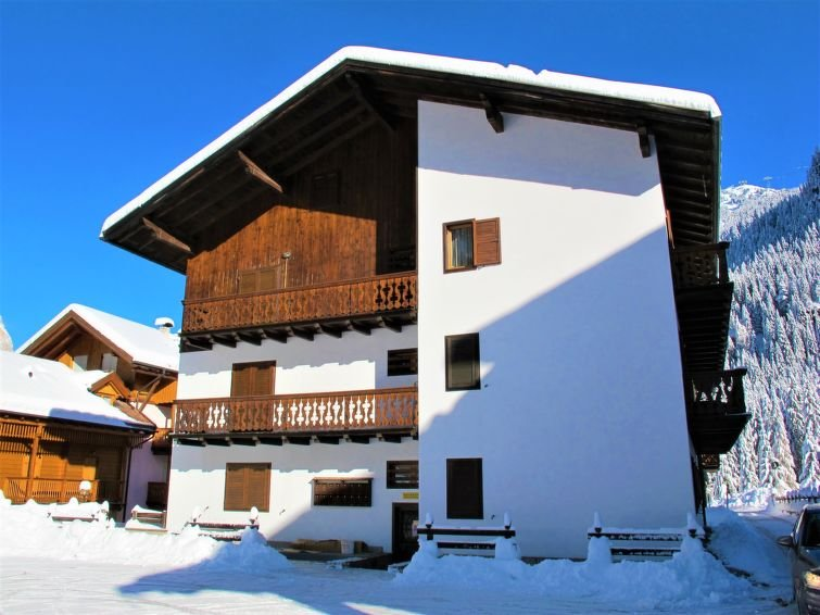 1 bedroom Apartment with Walk to Shops - 5818882 Chalet in Canazei