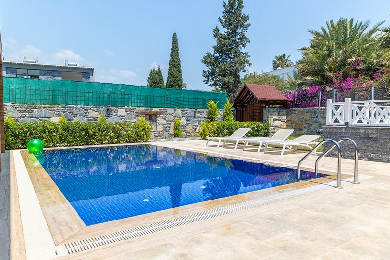 Gumbet Villa Sleeps 8 with Pool and Air Con - 5818738, aluguéis de temporada em Konacik