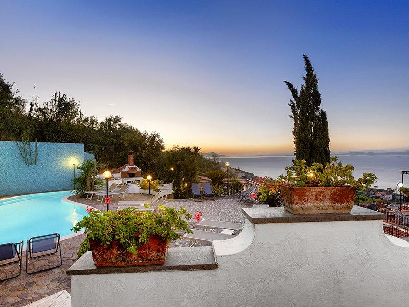 Priora Villa Sleeps 12 with Pool Air Con and WiFi - 5818759, alquiler vacacional en Priora