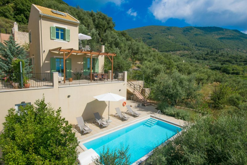 Perachori Villa Sleeps 4 with Pool Air Con and WiFi - 5819380, holiday rental in Ithaca