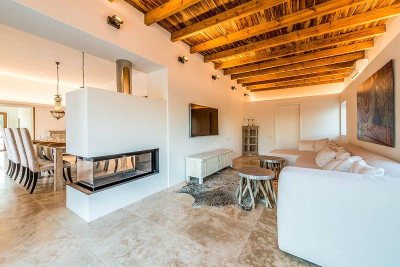 San Lorenzo de Balafia Villa Sleeps 6 with Pool and Air Con - 5819394, holiday rental in Port de Sant Miguel