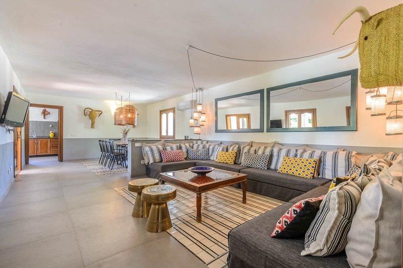 Sant Jordi Villa Sleeps 10 with Air Con - 5819398, holiday rental in Playa d'en Bossa