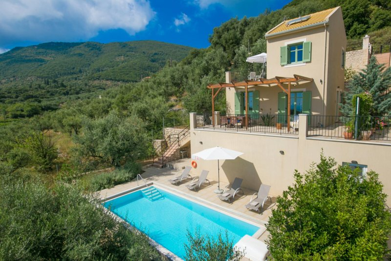 Perachori Villa Sleeps 4 with Pool Air Con and WiFi - 5819646, holiday rental in Ithaca