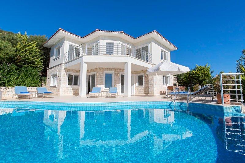 Yenikoy Villa Sleeps 10 with Pool Air Con and WiFi - 5819797, holiday rental in Kastellorizo