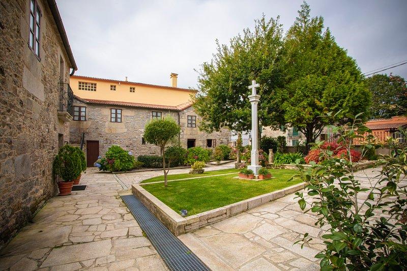 Codeseda Villa Sleeps 20 with Pool - 5819806, casa vacanza a Cuntis
