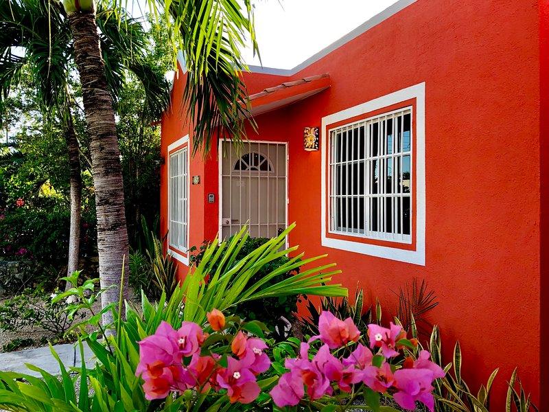 Casa Mandarina In Mexico! Walk to Xcacel Beach and Cenotes, location de vacances à Chemuyil