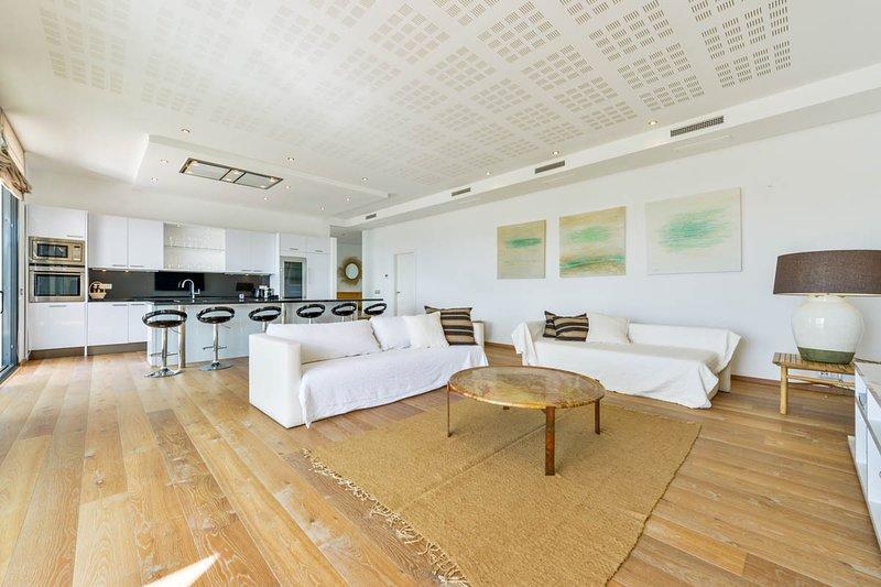 Playa de Talamanca Villa Sleeps 8 with Pool and Air Con - 5820001, location de vacances à Roca Llisa