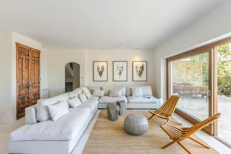 Sant Rafel Villa Sleeps 12 with Pool and Air Con - 5820173, location de vacances à San Rafael