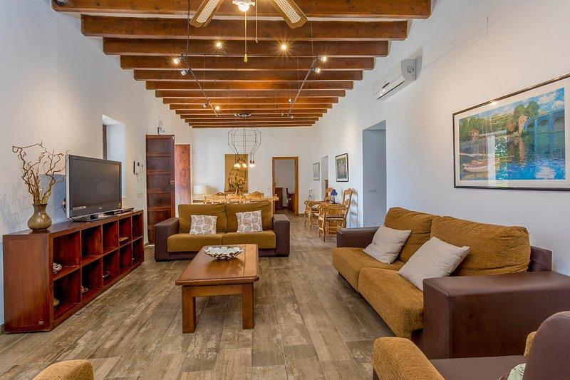 S'Argamasa Villa Sleeps 6 with Pool and Air Con - 5820177, casa vacanza a Cala Llenya