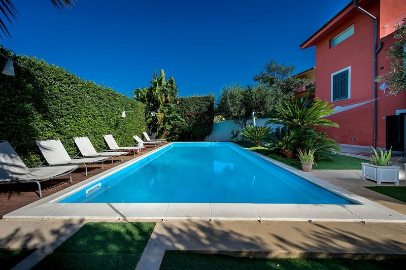 Rione Catalano Villa Sleeps 6 with Pool and Air Con - 5820225, holiday rental in Valderice