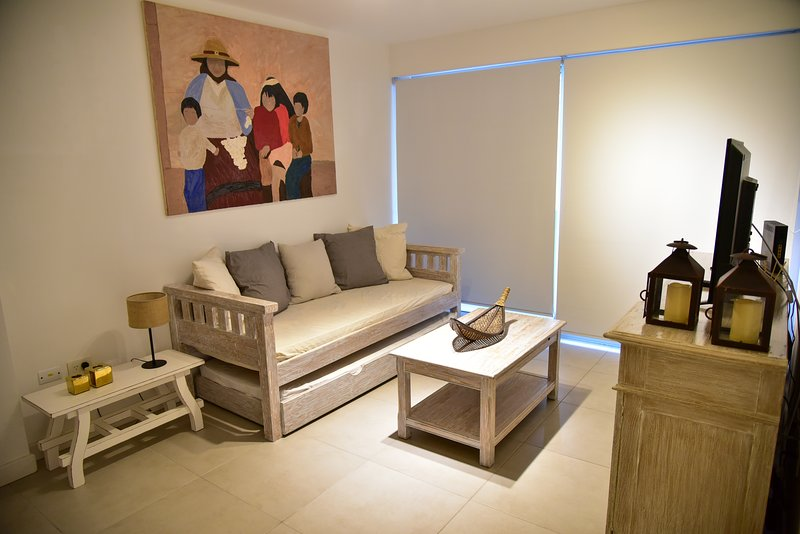 MODERNO DEPTO SALTA, LUMINOSO Y ACOGEDOR. 1B, vacation rental in Province of Salta