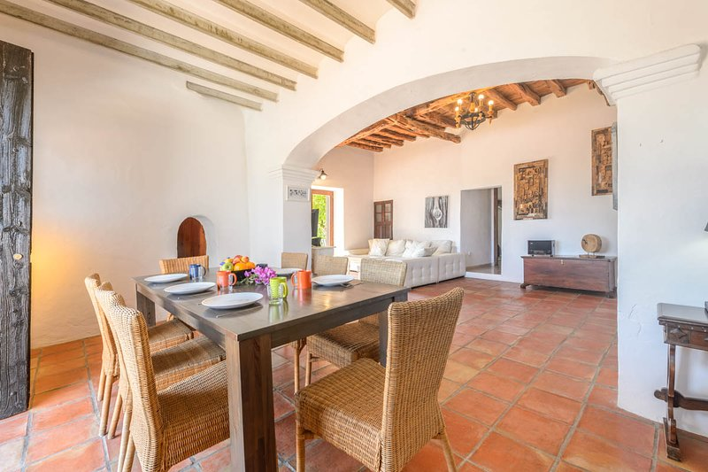 Ses Paisses Villa Sleeps 8 with Pool - 5820302, aluguéis de temporada em Sant Antoni de Portmany