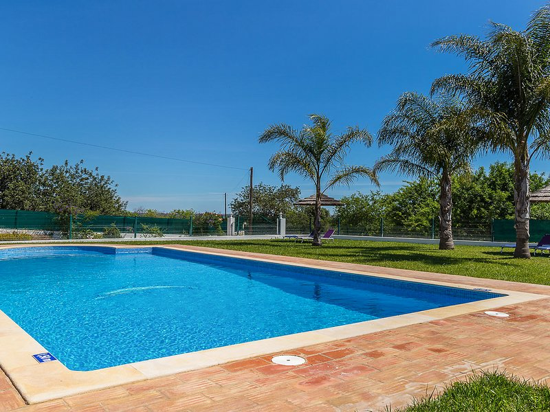 Malhao Villa Sleeps 8 with Pool and Air Con - 5820370, holiday rental in Cumeada