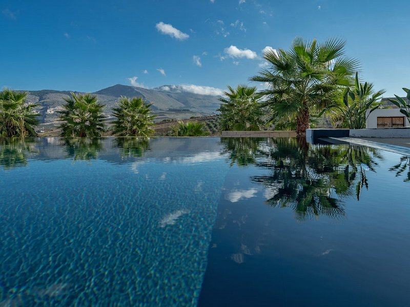 Passo Casale Villa Sleeps 8 with Pool Air Con and WiFi - 5820431, vacation rental in Ballata