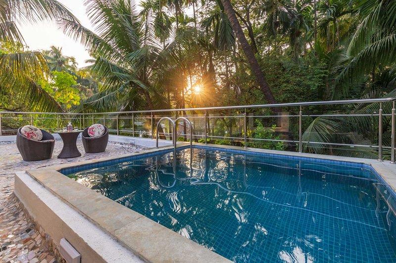 The G Coast Villa by Vista Rooms, vacation rental in Alibaug