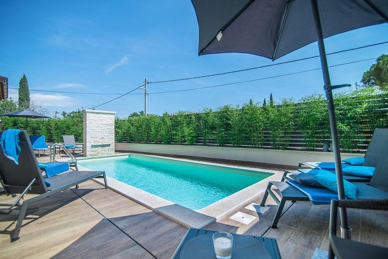 Rovinjsko Selo Villa Sleeps 8 with Pool and Air Con - 5820720, holiday rental in Rovinjsko Selo