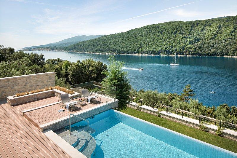 Duga Luka (Prtlog) Villa Sleeps 10 with Pool and Air Con - 5820721, casa vacanza a Duga Luka