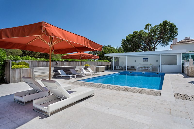 Ludo Villa Sleeps 11 with Pool and Air Con - 5820724, holiday rental in Quinta do Lago