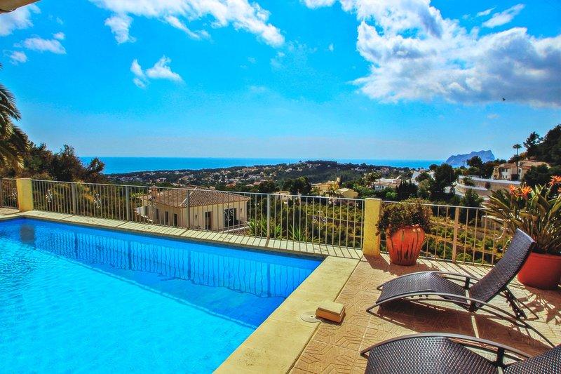 Alegria - sea view villa with private pool in Moraira, aluguéis de temporada em Teulada
