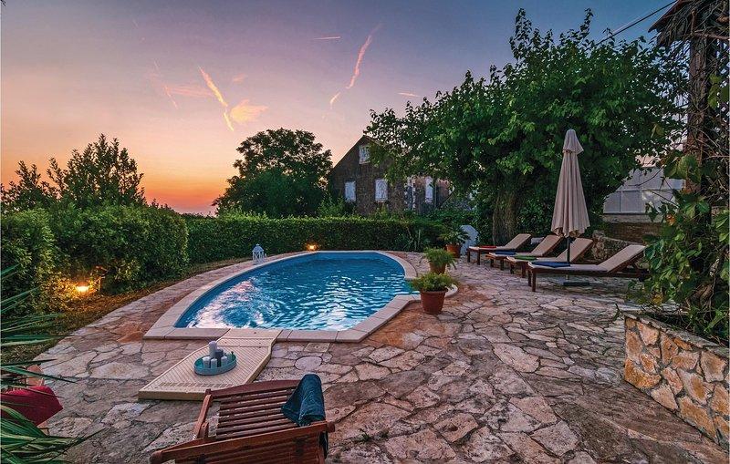 Gerenoveerd vakantiehuis in een mediterrane stijl (CDB250), holiday rental in Nerezisca