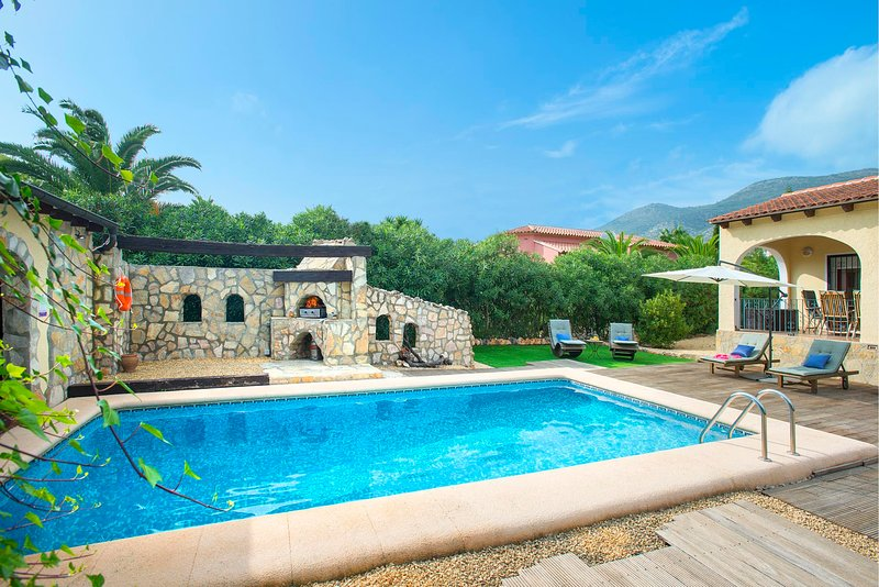Jalon Villa Sleeps 4 with Pool Air Con and WiFi - 5820584, holiday rental in Jalon