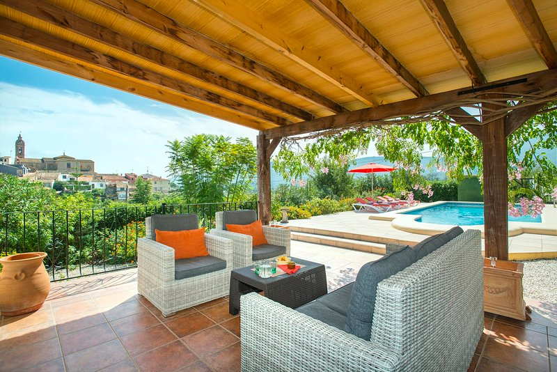 Alcalali Villa Sleeps 8 with Pool Air Con and WiFi - 5820587, location de vacances à Llosa de Camacho
