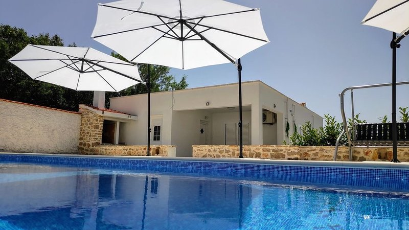 Countryside House 'Vidamo' with a swimming pool, holiday rental in Stankovci