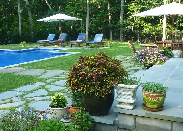 Private North Fork home w/ Pool & beach amenities visit Vineyards farms, location de vacances à Rocky Point