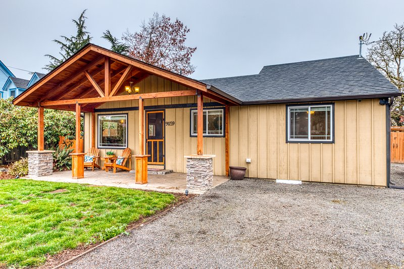 New listing! Charming dog-friendly Willamette Valley home w/ large fenced yard!, vacation rental in Coburg