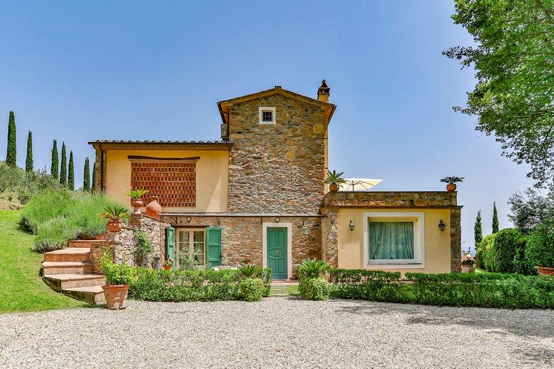 Dogana di Tiglio Villa Sleeps 8 with Pool and Air Con - 5820856, vacation rental in Castelvecchio