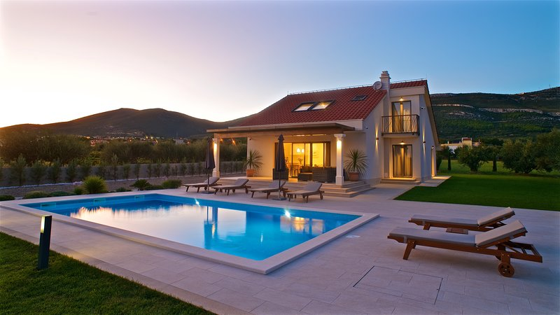 Modern villa with pool and sea view near Split - Villa Cvita****, vacation rental in Kastel Novi