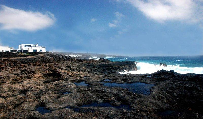 Casa Esquina del Mar unforgettable ocean views, the ocean 'our neighbour'!, location de vacances à Guatiza