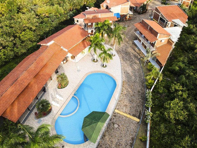 Apartamento tipo chalé com área de lazer incrível e muita tranquilidade., holiday rental in Barreirinhas