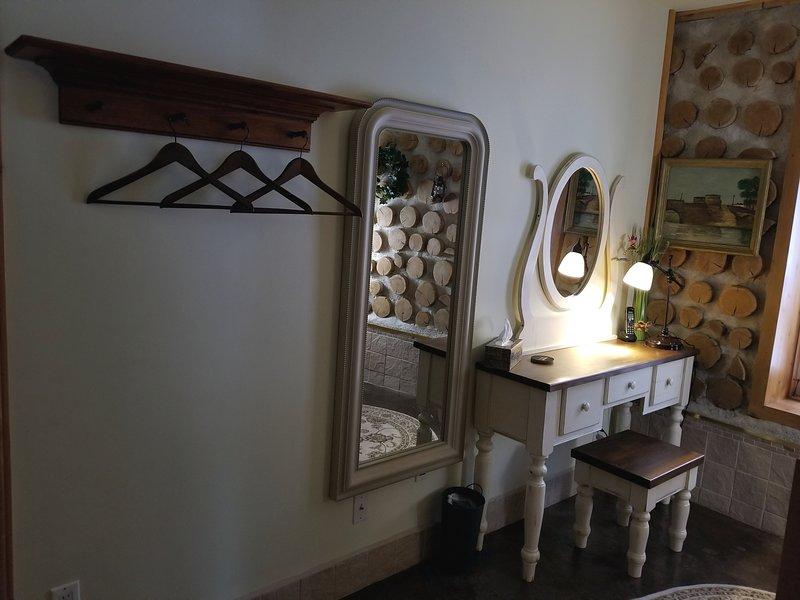 Quarto 3 Mesa e espelho