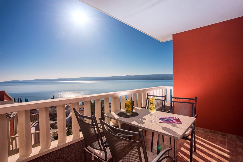 Apartment Bakota in Duće close to the sandy beach, amazing sea view, location de vacances à Duce