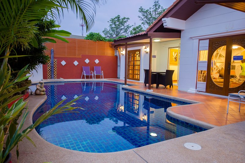 Villa with private pool 300 meter walk to the beach gate entrance