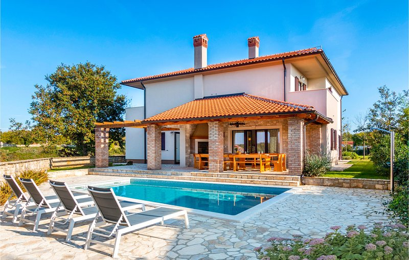 Stunning home in Krmed with Outdoor swimming pool and 5 Bedrooms (CIC004), vacation rental in Smoljanci