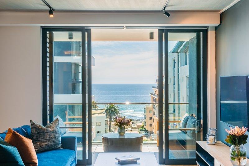 Brand New 3 BD Ocean Views, Sea Point | Latitude, aluguéis de temporada em Sea Point
