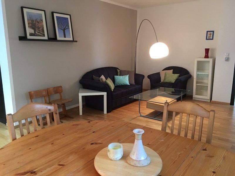 Großzügiges Apartment mit Blick ins Grüne und eigener Terasse, vacation rental in Hennef