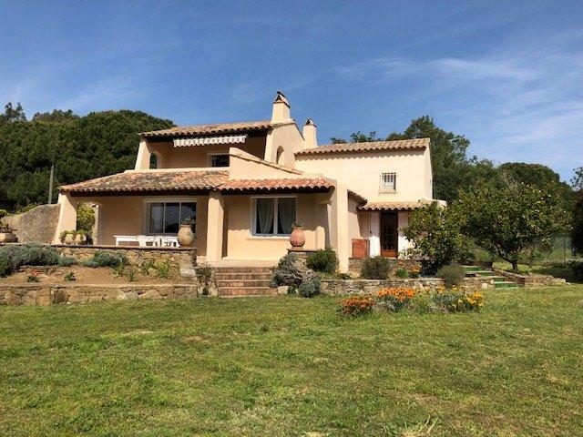Mas de campagne proche des plages et Saint-Tropez au coeur de la nature, holiday rental in Ramatuelle