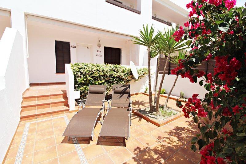 Alborada 134 - Jardín privado & WiFi, alquiler vacacional en Playas de Vera
