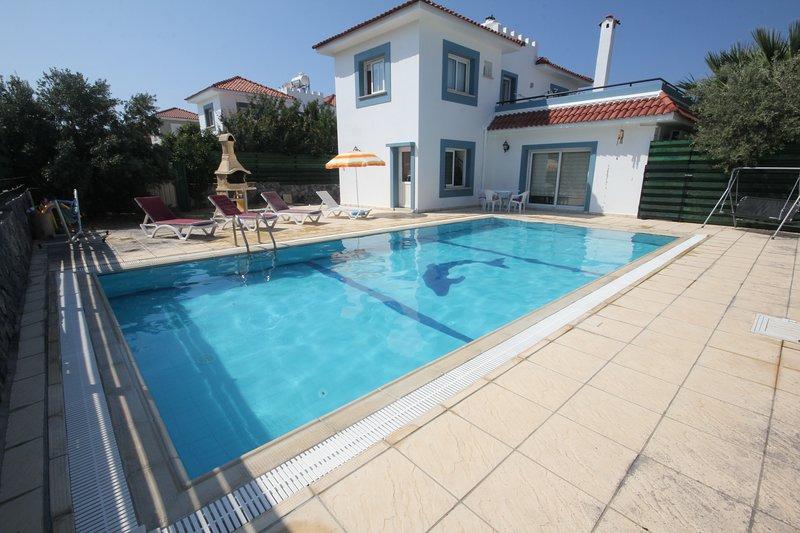 Beautiful Villa 3 bedroom, holiday rental in Kormakitis