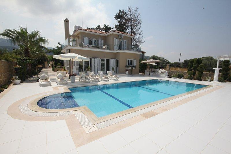 Villa Akile Luxury, holiday rental in Kormakitis