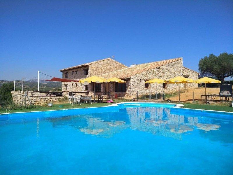 Big villa with swimming-pool & Wifi, location de vacances à La Salzadella