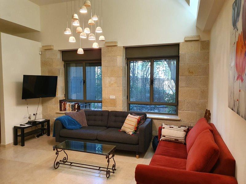 Amazing Ground Floor 3 Bdr Apt - Great Location!, holiday rental in Ein Kerem