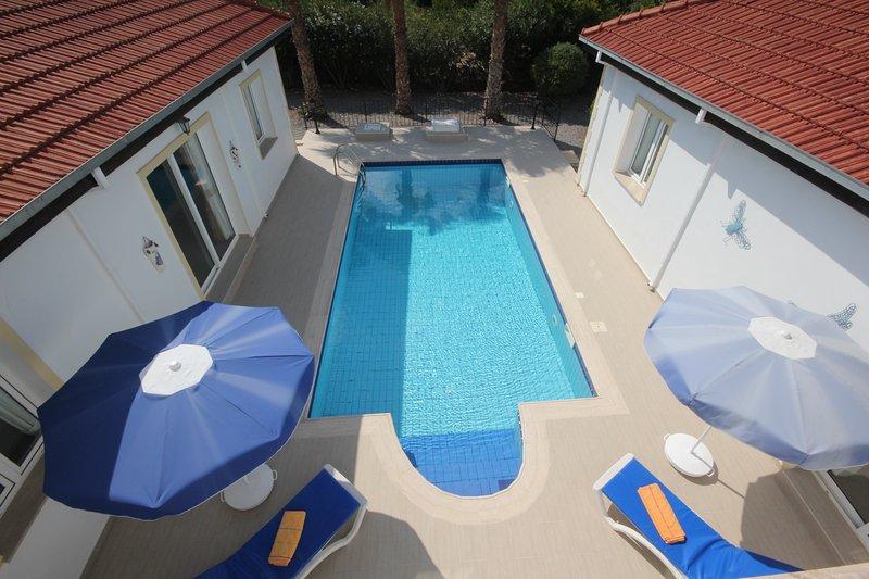Villa Serafina with private pool, alquiler de vacaciones en Lapta