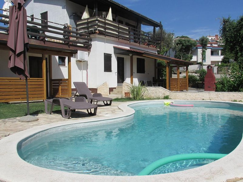Holiday Apartments Suzy 50 m from the beach, holiday rental in Pjescana Uvala